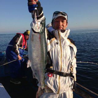 9/2知床ウトロ船アキアジ釣り研修!激釣!